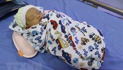 Hưng Yên lần đầu tiên có em bé chào đời bằng thụ tinh ống nghiệm