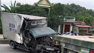 Phụ xe đứt lìa cánh tay trong vụ xe tải tông xe đầu kéo