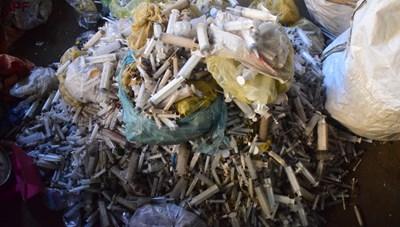 Rùng mình: 9 bao tải đựng bơm kim tiêm ở xưởng phế liệu