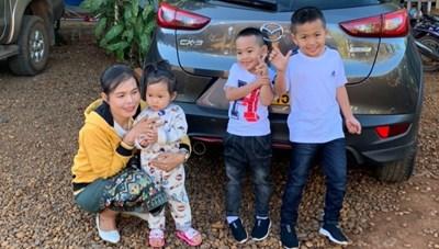 Nhịp cầu nối tình hữu nghị Việt-Lào - Bài 2: Những mối tình đơm hoa kết trái