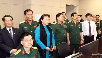 Chủ tịch Quốc hội biểu dương nỗ lực của quân đội trong chống dịch