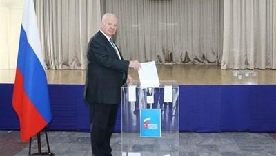 Người dân Nga tại Việt Nam đi bỏ phiếu về sửa đổi Hiến pháp Nga