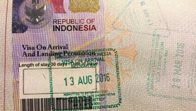 Người nước ngoài bị kẹt lại Indonesia phải rời đi trong 30 ngày