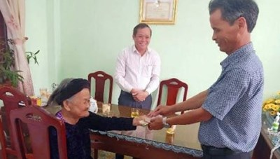 Mẹ Việt Nam Anh hùng 94 tuổi 2 lần ủng hộ tiền phòng, chống dịch