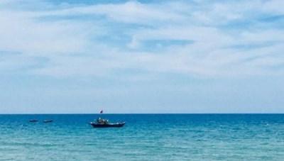 Thi thể người đàn ông ngoại quốc nổi trên biển Quảng Nam