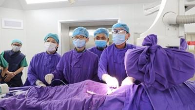 Quảng Ninh: Đặt máy tạo nhịp tim không dây cho bệnh nhân 82 tuổi