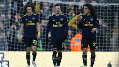 Arsenal muốn bán 11 cầu thủ sau trận thua Liverpool