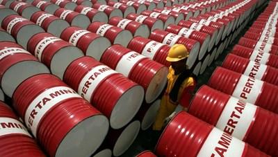 Giá dầu thế giới lao dốc, PVN giảm doanh thu