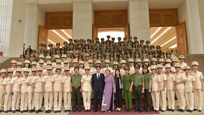 Phó Thủ tướng gặp mặt những 'bông hồng thép' trong lực lượng Công an nhân dân