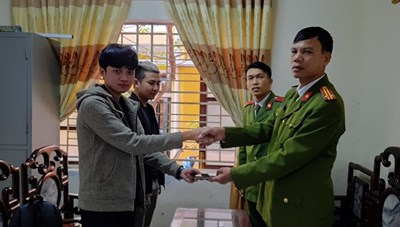 Thừa Thiên – Huế: Chiến sĩ công an trả lại tài sản cho người bị đánh rơi
