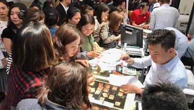 Vàng SJC đảo chiều tăng 350.000 đồng mỗi lượng phiên cuối tuần