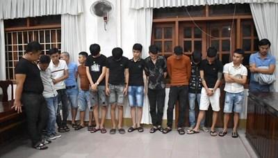 Đột kích quán karaoke lúc nửa đêm, phát hiện nhiều đôi nam nữ dương tính với ma túy