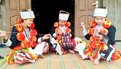 Nghệ thuật trang trí trên trang phục của người Dao đỏ