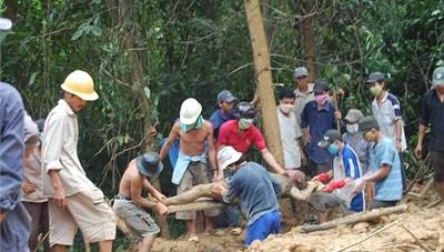 Bắc Trà My (Quảng Nam): Sạt lở núi nhiều người nguy khốn