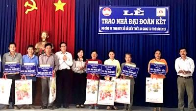 An Giang: Bàn giao nhà Đại đoàn kết cho hộ nghèo huyện An Phú