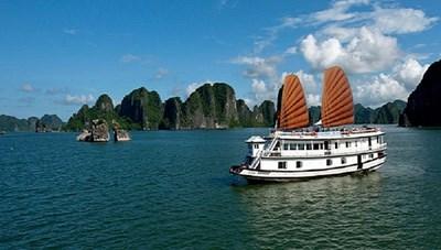 Vịnh Hạ Long và một số điểm du lịch nổi tiếng tại Quảng Ninh bắt đầu hoạt động trở lại