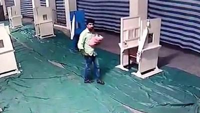 Cặp vợ chồng bị bắt vì vứt con 2 ngày tuổi