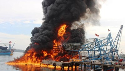 Quảng Ngãi: Cháy tàu cá trong đêm, thiệt hại khoảng 2 tỷ đồng
