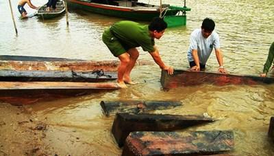 Vận chuyển gỗ lậu cuối năm: Nóng cả đường thủy lẫn đường bộ