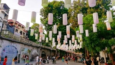 Chợ hoa Hàng Lược và không gian Bích họa Phùng Hưng