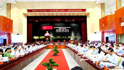 Khai mạc Hội nghị BCH Đảng bộ TP HCM lần thứ 14: 'Đầu tàu kinh tế' khó đạt mục tiêu tăng trưởng