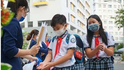 Học sinh mầm non, tiểu học trở lại trường: Vừa dạy học, vừa phòng dịch lâu dài