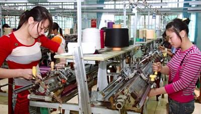 Tạo điều kiện để lao động nữ tiếp cận an sinh xã hội