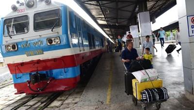 Lượng hành khách ô tô, xe lửa giảm