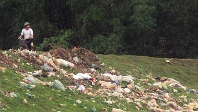 Xử lý rác thải nông thôn: Khó lắm thay