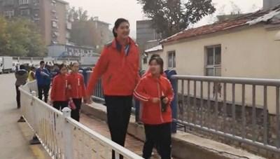 Bé gái 11 tuổi lập kỷ lục về chiều cao