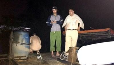 Cảnh sát đường thuỷ TP HCM nổ súng trấn áp 'cát tặc'