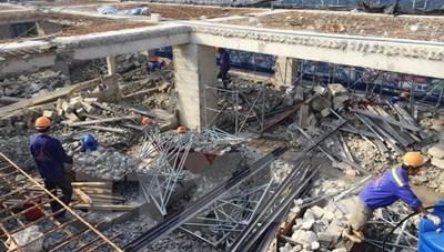 Cơ bản phá dỡ xong tầng 19 tòa nhà 8B Lê Trực