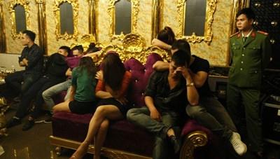 Đình chỉ chức vụ Phó Giám đốc ngân hàng 'chơi ma túy tập thể' trong tiệc sinh nhật