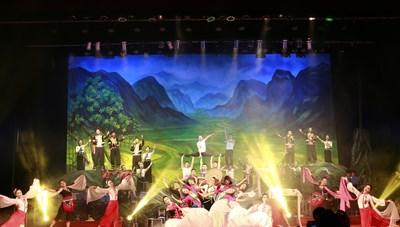 Đỗ Mỹ Linh và H'Hen Niê sẽ xuất hiện tại Liên hoan ca múa nhạc toàn quốc 2018