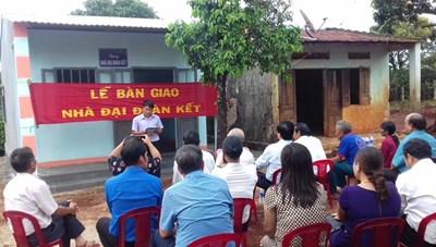 Gia Lai: Bàn giao nhà Đại đoàn kết cho hộ nghèo