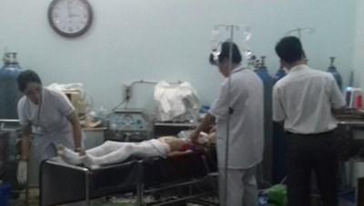 Kon Tum: Cột điện đổ đè thương vong mẹ con nữ giáo viên