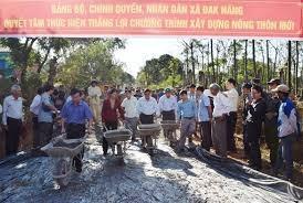 Kon Tum: Đồng loạt ra quân làm đường giao thông nông thôn mới