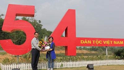 Làng Văn hóa - Du lịch các dân tộc Việt Nam đón vị khách thứ 500.000