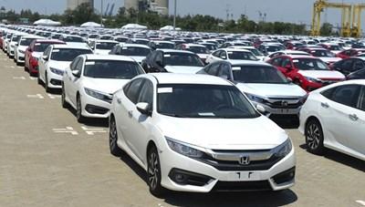 Lượng ô tô nhập khẩu giảm