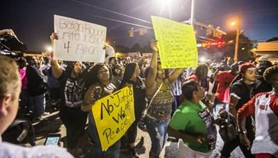 Nước Mỹ chấn động sau 2 vụ cảnh sát nổ súng vào người da màu