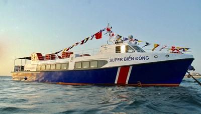Tàu khách tông chìm tàu cá, 3 ngư dân rơi xuống biển