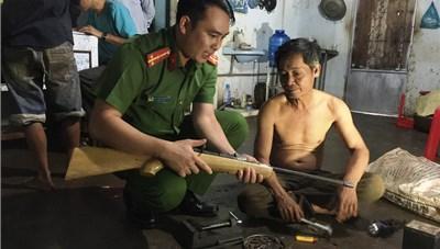 Thu giữ súng và hàng trăm viên đạn của 'trùm' mua bán vũ khí