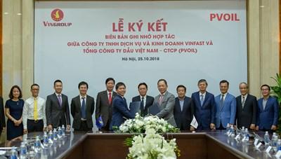 Vinfast và PV Oil hợp tác triển khai trạm sạc và thuê pin cho xe điện