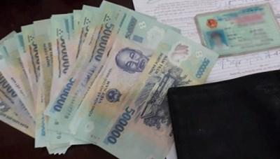 Vợ chồng nghèo trả lại tiền, vàng cho người đánh rơi