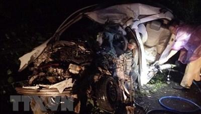 Xe khách đâm liên hoàn xe 4 chỗ và xe công nông làm 2 người chết