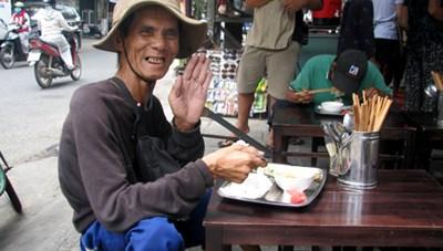 Quán cơm 2.000 đồng đầu tiên ở Đà Nẵng