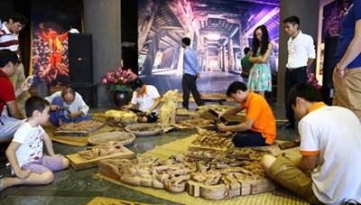 Trưng bày hơn 100 bức ảnh về đình làng Việt
