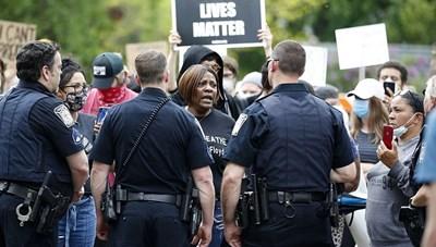 Chống phân biệt chủng tộc bùng lên ở Mỹ
