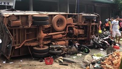 Tai nạn liên hoàn khiến 5 người chết, nhiều người bị thương nặng