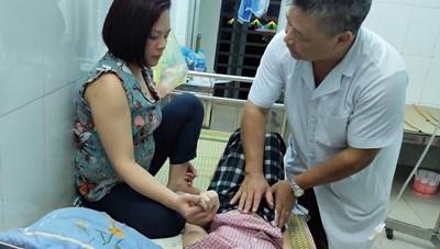 Cao Bằng: 8 trẻ em nhập viện sau bữa ăn trưa tại trường